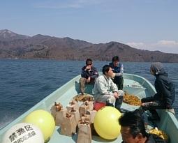 禁漁ブイ入れ作業